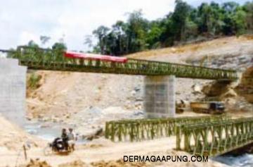 Temporary bailey bridge